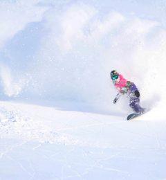 Lola - Snowboard Instructor Megeve Chamonix